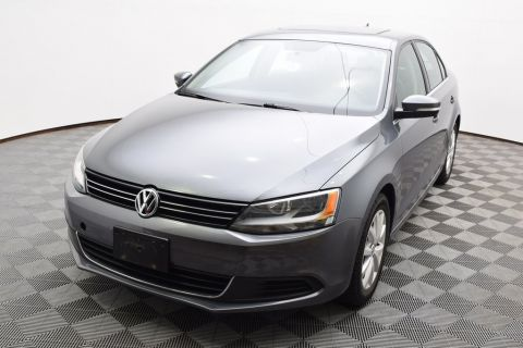 Pre-Owned 2013 Volkswagen Jetta 2.5L SE Convenience & Sunroof